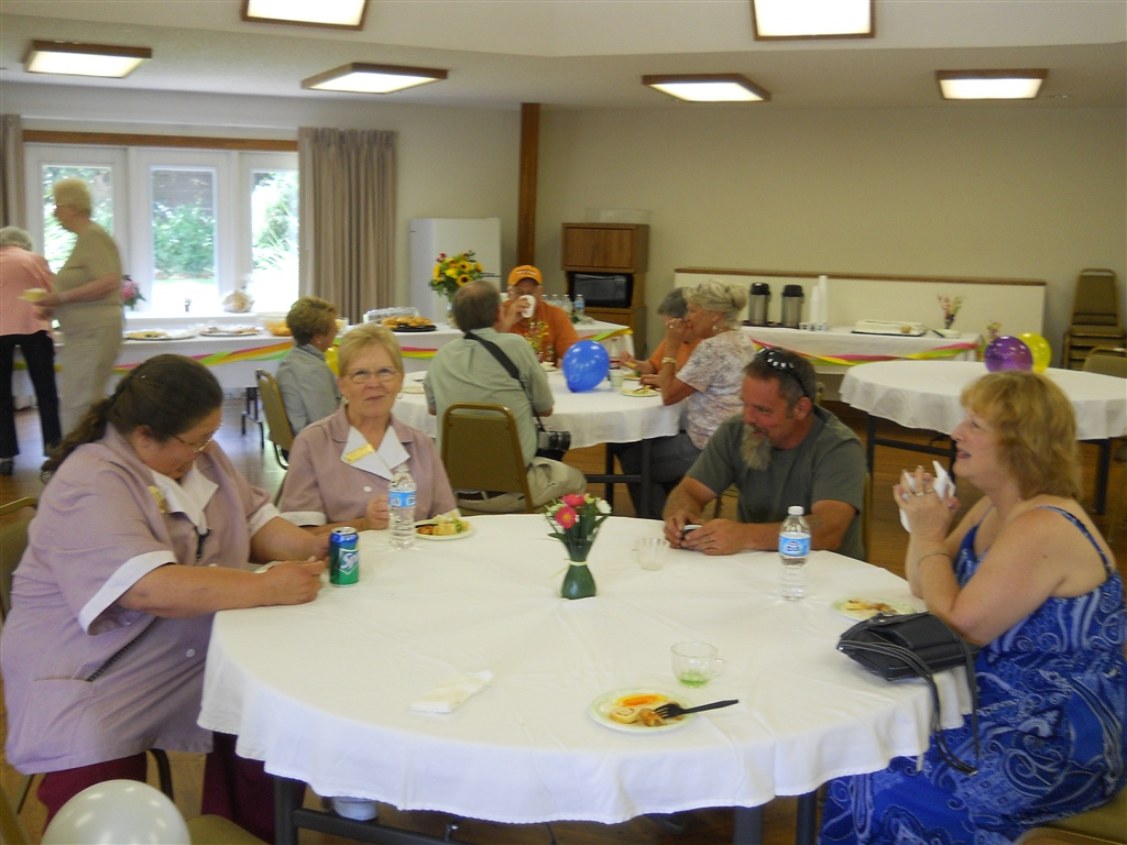 People enjoying the 30th birthday party for the Highland Manor Inn in Townsend TN.